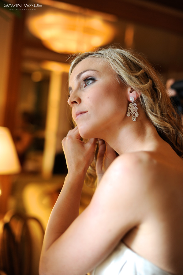 nikon wedding photographer, bride getting ready in the bridal suite at pelican hill resort